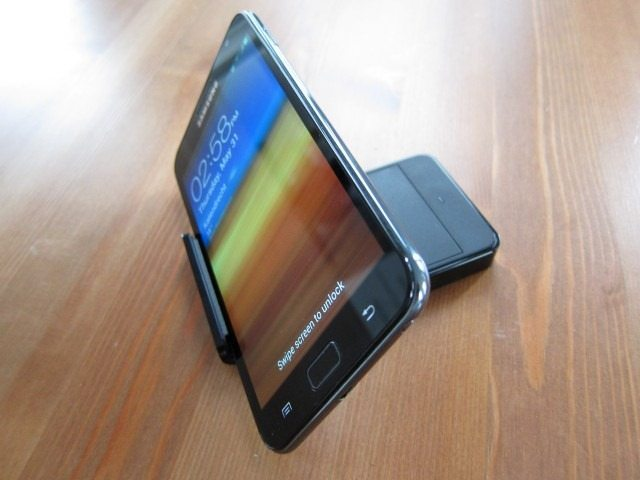 NoteHolderCharger18 thumb Samsung Galaxy Note Holder and Battery Charger Review