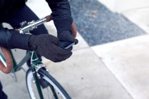 double-layered-touchscreen-gloves-fixed-gear